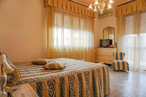 Villa Tatiana : спальня с двуспальной кроватью
