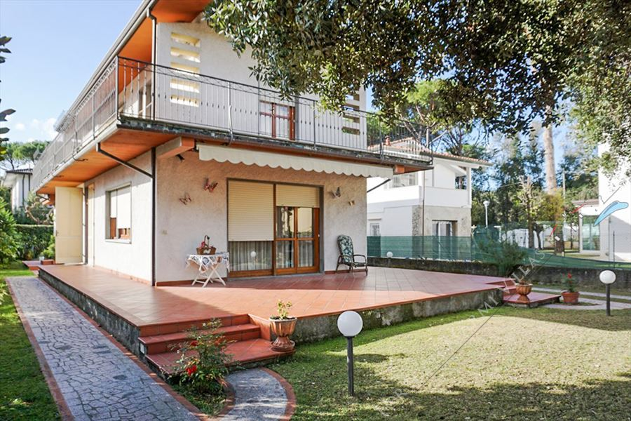 Villa Tatiana detached villa to rent Forte dei Marmi