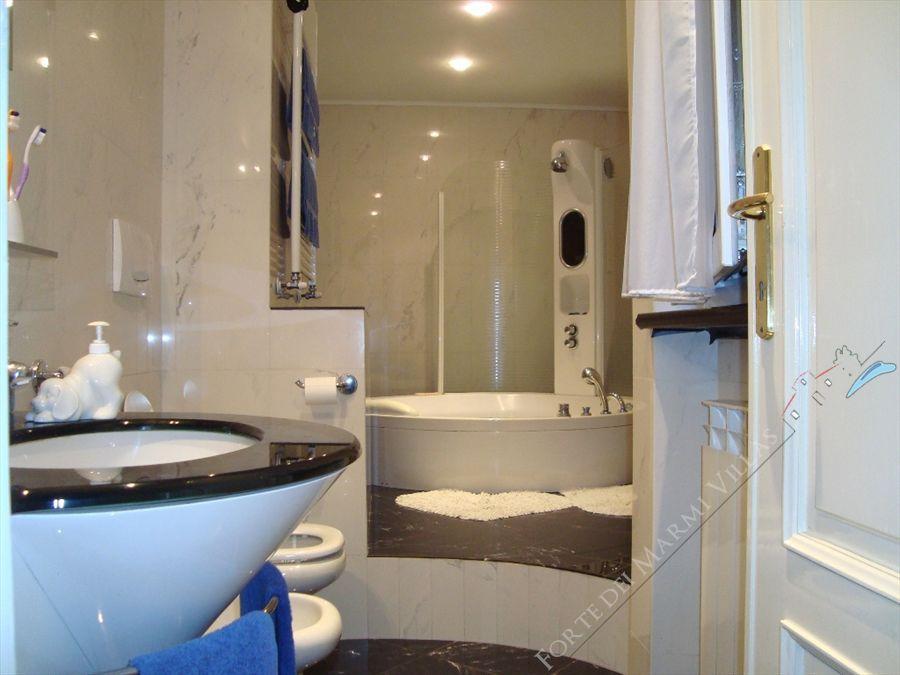 Villa Tina : Bathroom with tube