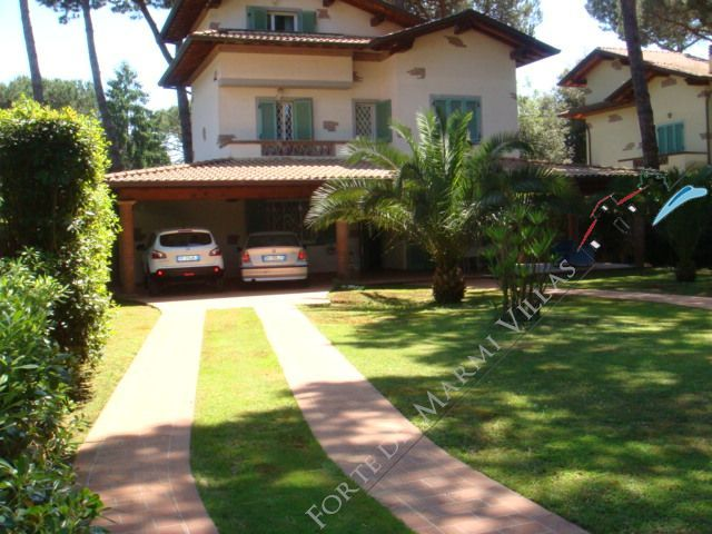 Villa Tina detached villa to rent and for sale Marina di Pietrasanta