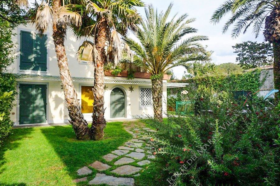 Ville Eco Del Mare detached villa to rent Forte dei Marmi