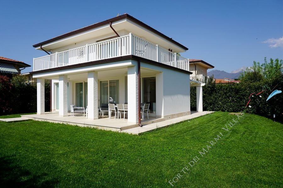 Villa Vivaldi Forte detached villa to rent and for sale Forte dei Marmi