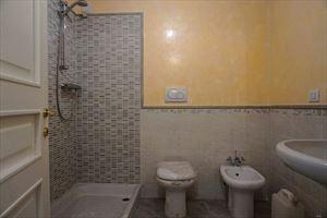 Villa Zafferano : Bagno con doccia