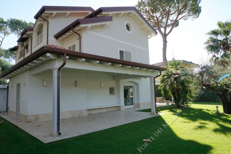 Vlla Zaffiro Detached villa  to rent  Forte dei Marmi