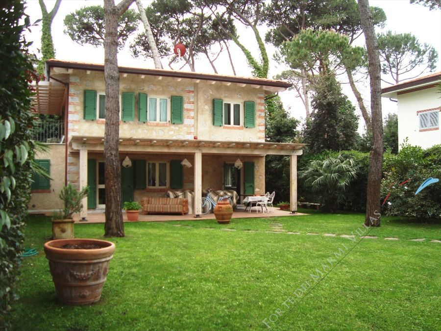 Villa Morin  detached villa to rent Forte dei Marmi