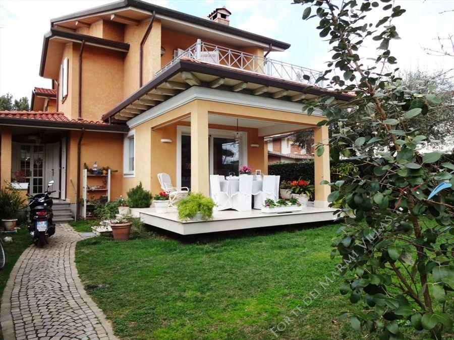 Villetta camelia villetta bifamiliare in affitto a forte - Giardini di villette ...