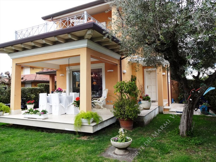 Villetta Camelia semi detached villa to rent and for sale Forte dei Marmi