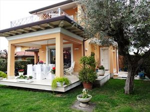 Villetta Camelia : semi detached villa to rent and for sale Centro Forte dei Marmi