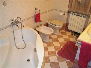 Villa Vera : Bathroom with tube