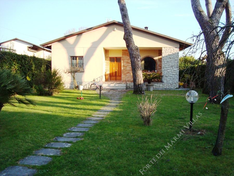 Villa Vera - Detached villa To Rent Cinquale