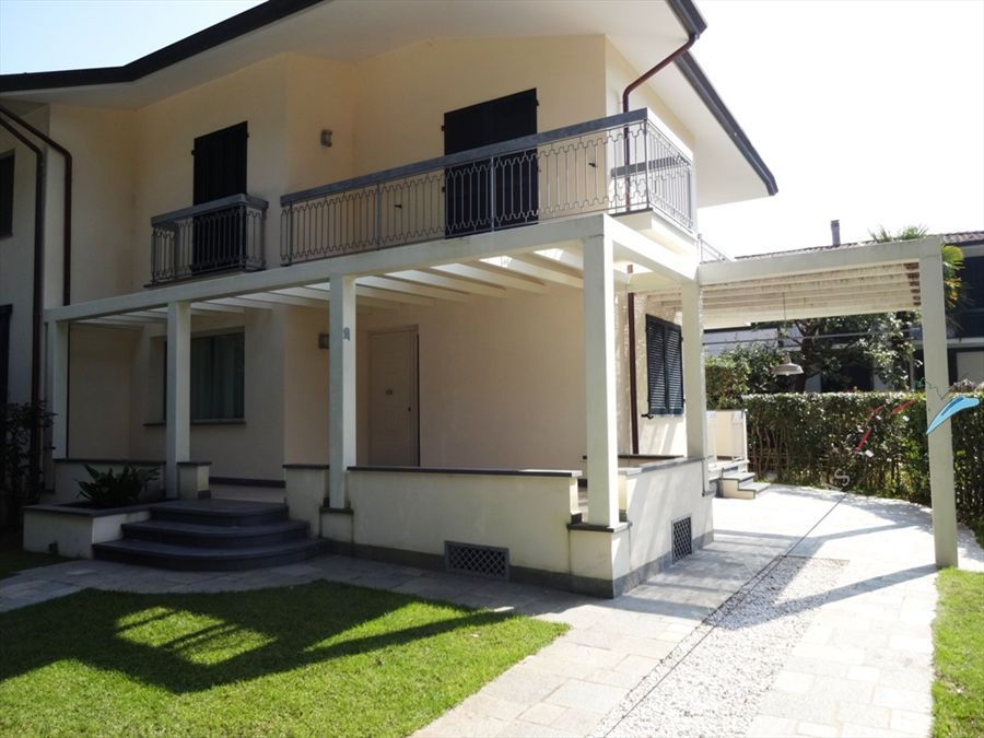 Villetta Mira semi detached villa to rent and for sale Marina di Pietrasanta