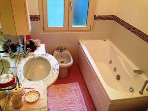 Villetta Silvia : Bagno con vasca