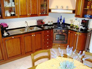 Villetta Violetta : Kitchen