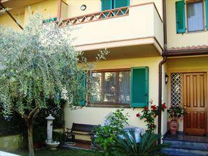 Villetta Violetta villa a schiera in affitto Vittoria Apuana Forte dei Marmi