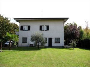 Villetta Roberto : semi detached villa to rent and for sale Vittoria Apuana Forte dei Marmi
