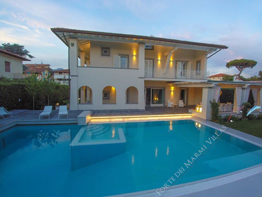 Villa Fortuna Forte detached villa to rent and for sale Forte dei Marmi