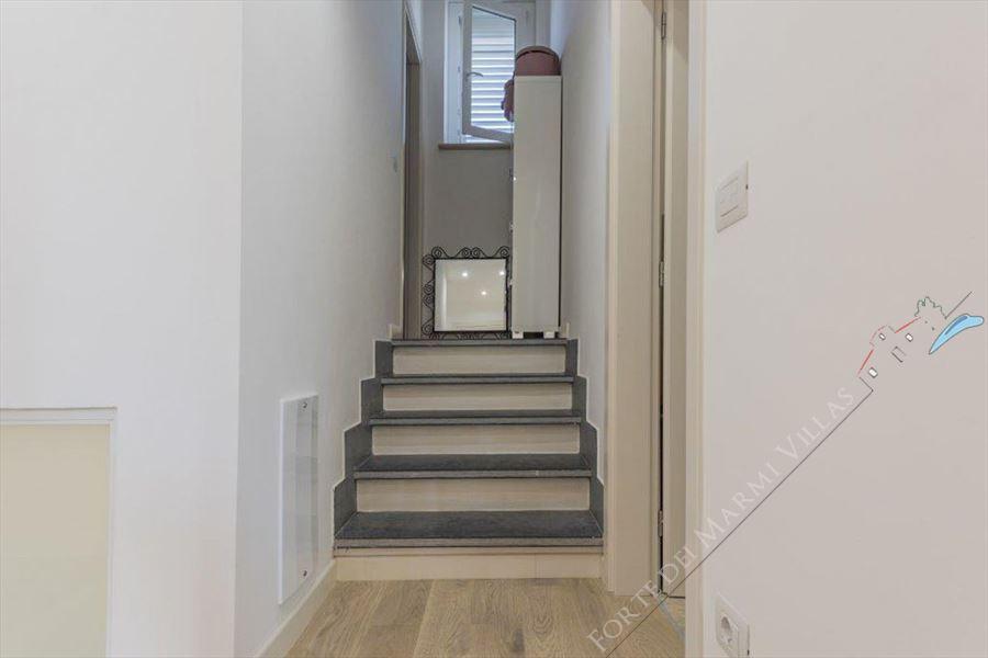 Villa Musa : мраморная лестница