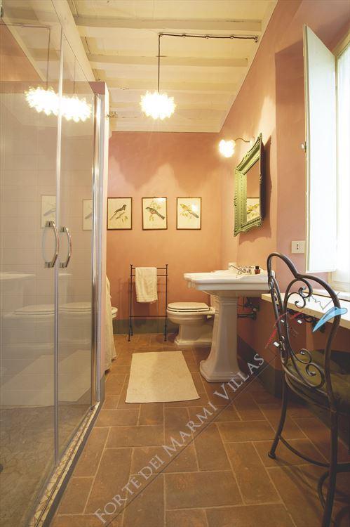 Villa La Pieve : Bathroom with shower