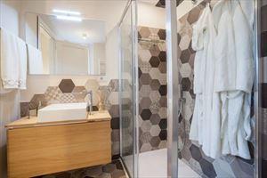 Villa Fortuna : Ванная комната с душем