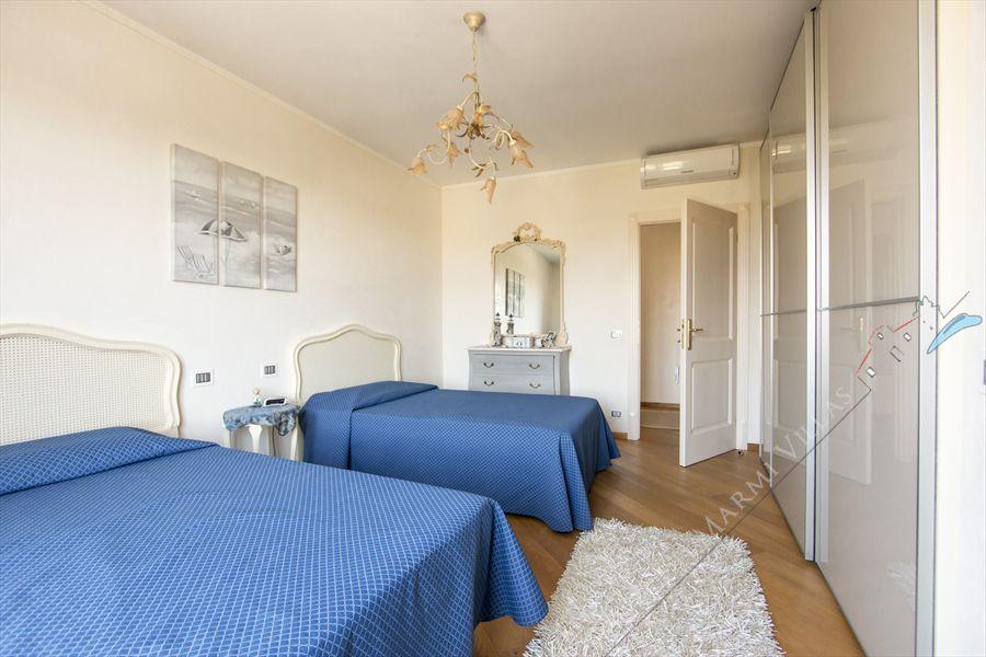 Villa delle Rose : спальня с двумя кроватями