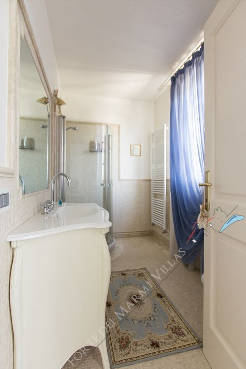 Villa delle Rose : Bathroom with shower