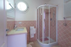 Villa Preziosa  : Bathroom with shower