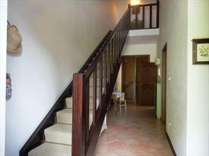 Villa  Principessa : лестница с деревянным покрытием