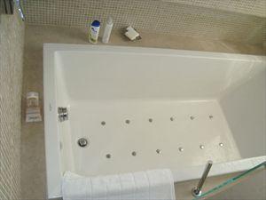 Bifamiliare Nettuno : Bagno con vasca