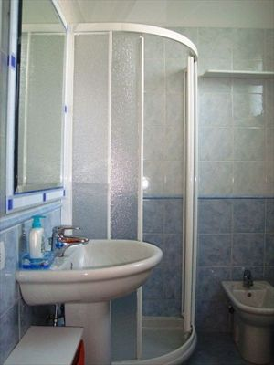 Appartamento Marina Ovest : Bathroom with shower