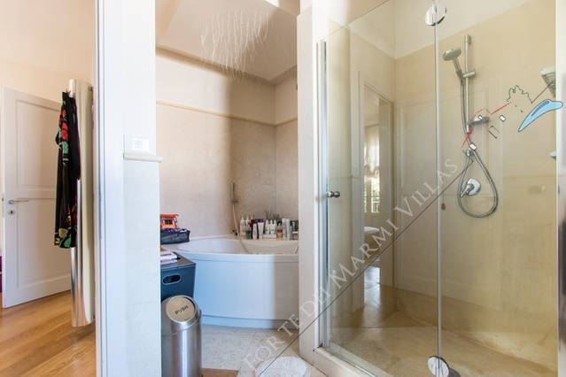 Villa Gucci : Bagno con doccia