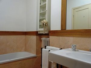 Villa  Mazzini  : Bathroom with tube