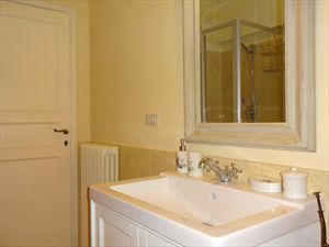 Villa  Mazzini  : Bathroom with shower