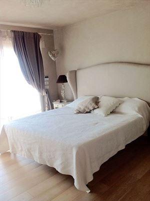 Villa Arianna : спальня с двуспальной кроватью