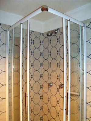 Appartamento Corallina : Bathroom with shower