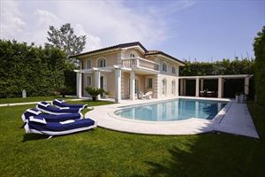 Villa  Costes : detached villa for sale  Forte dei Marmi