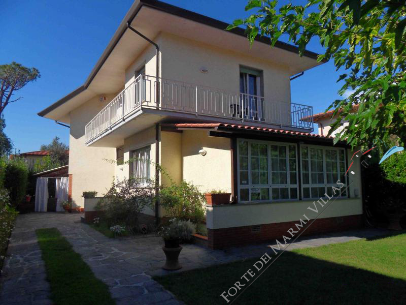 Villa Sissi  detached villa to rent Forte dei Marmi