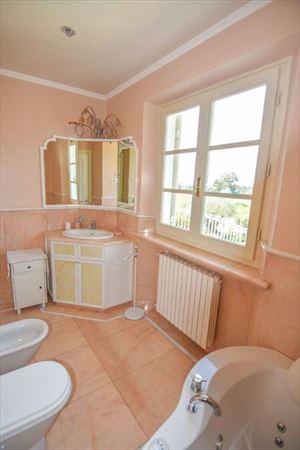 Villa Orchidea : Ванная комната с ванной