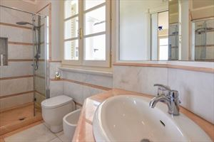 Villa Orchidea : Bathroom with shower