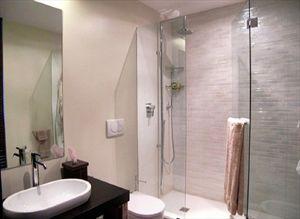 Villa Ronchi Beach  : Ванная комната с душем