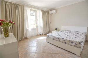 Villa Orchidea : спальня с двуспальной кроватью