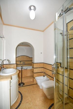 Villa Orchidea : Bathroom with tube