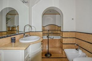 Villa Orchidea : Ванная комната с душем