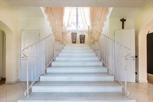 Villa Gucci : Marble stairs