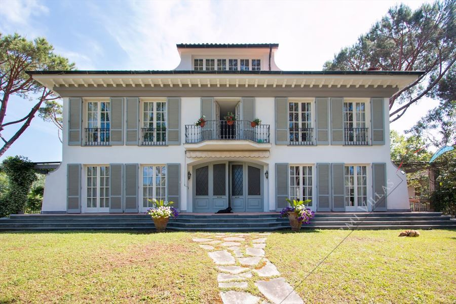 Villa residenza d epoca  detached villa to rent and for sale Forte dei Marmi