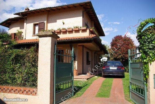 Villa Luna  - Semi detached villa Forte dei Marmi