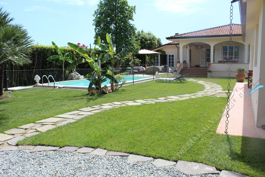 Villa dei Fiori detached villa to rent and for sale Lido di Camaiore