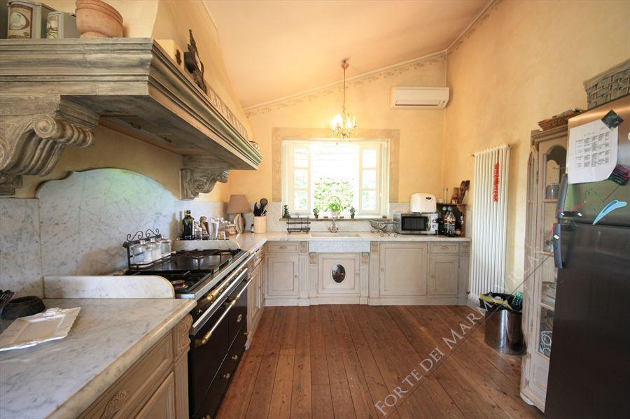 Villa dei Fiori : Kitchen