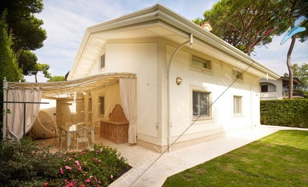 Villa Marilyn detached villa to rent Forte dei Marmi