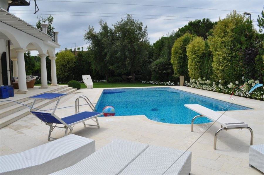 Villa   Luminosa detached villa to rent and for sale Forte dei Marmi