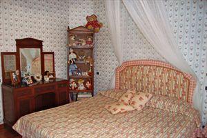 Villa   Mimosa  : спальня с двуспальной кроватью
